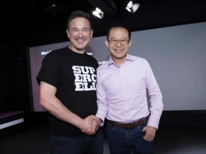 Supercell co-founder and CEO Ilkka Paananen (left) and Martin Lau, president of Tencent.